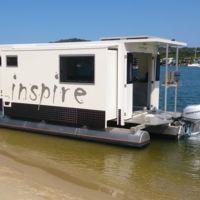 Esta casa permite elegir si queremos pasar la noche en tierra o flotando sobre el agua