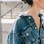 La chaqueta vaquera que más triunfa en NYFW la firma Balenciaga