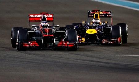 Sebastian Vettel tras Jenson Button