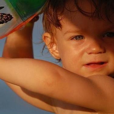 Llega una ola de calor: qué precauciones tomar en bebés y niños