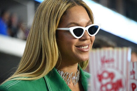 El collar de diamantes que Beyoncé ha regalado a sus amigos es un claro corte de manga (con peineta incluida) a 2020