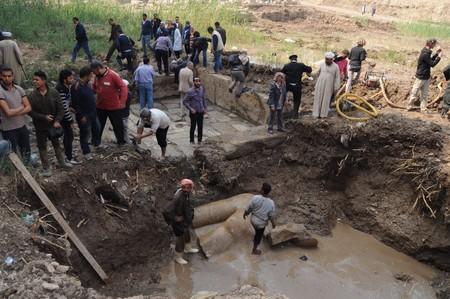 Desentierran en El Cairo un coloso atribuido a Ramsés II de ocho ...