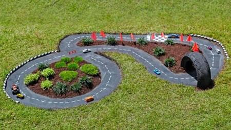 7 ideas para hacer un rinc n de juegos para ni os en el jard n for Juegos para jardin nios