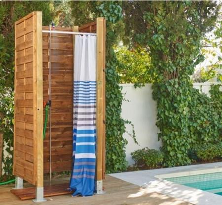 Un verano alrededor de la piscina todo lo que necesitas for Duchas para piscinas exterior