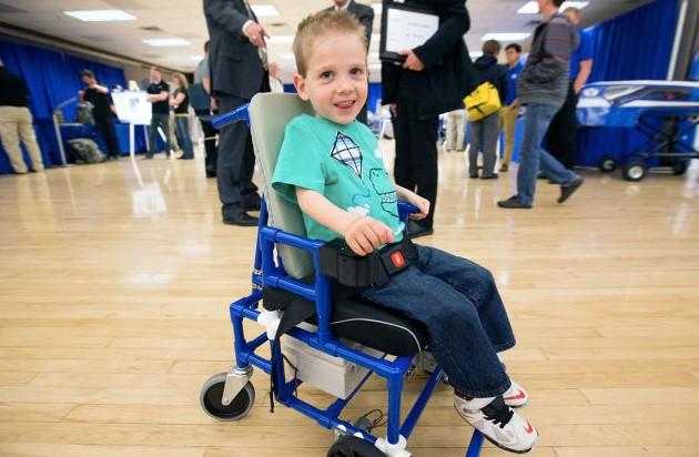Un grupo de estudiantes crea una silla de ruedas el ctrica barata y perfecta para ni os - Silla de ruedas ninos ...