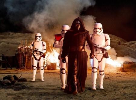 Stormtroopers junto a Kylo Ren