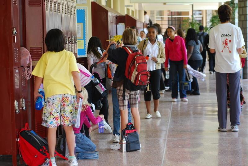 La reacción en EE.UU. a los tiroteos en colegios: vigilancia masiva y reconocimiento de armamento y