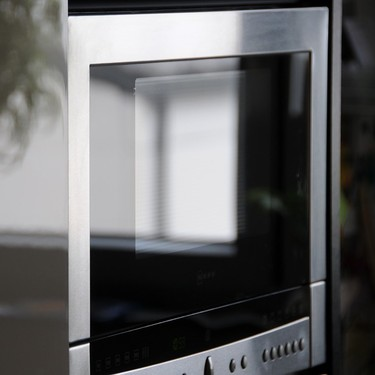 Alimentos que no deberías recalentar en el horno de microondas