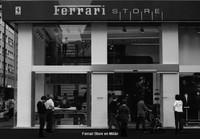 Frenazo de la Ferrari Store en el centro de Madrid