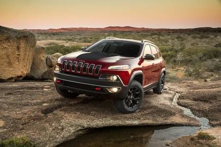 Jeep Cherokee, en movimiento y fuera de pista