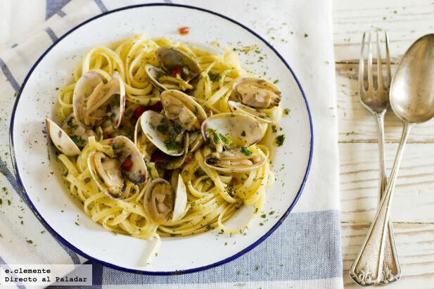 Receta de fettuccine alle vongole, un sencillo plato de pasta marinera