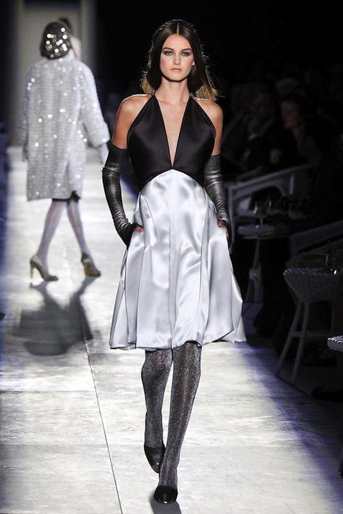 Foto de Chanel Alta Costura Otoño-Invierno 2012/2013: rosa, gris, brillos y nuevo vintage (25/61)