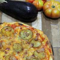 Pizza de berenjena y bacon. Receta