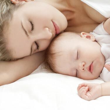 ¿Cuándo empiezan los bebés a dormir toda la noche?