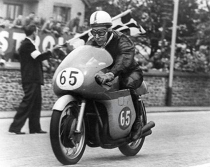 A John Surtees tampoco le gusta la gestión electrónica