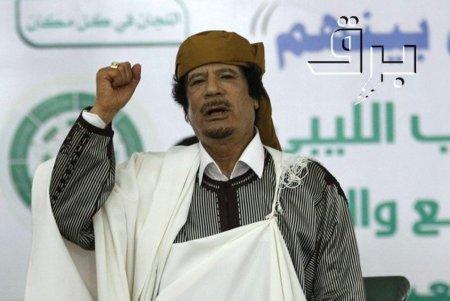 ¿De quién son los derechos de autor de la foto de Gadafi siendo apaleado en Sirte?