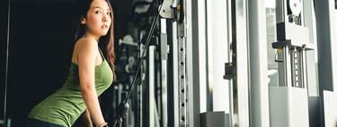 Nueve ejercicios para trabajar tus brazos con poleas en el gimnasio