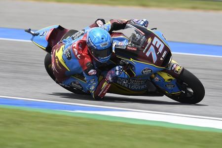 Álex Márquez pone la directa al título de Moto2 con una gran pole position en Buriram