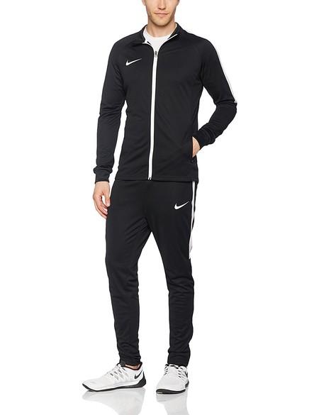 El chándal para hombre Nike M Dry TRK Suit Acdmy K está disponible desde 34,70 euros en Amazon
