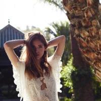 El vestido blanco y veraniego que vamos a necesitar en nuestro armario. ¿Con cuál te quedas?