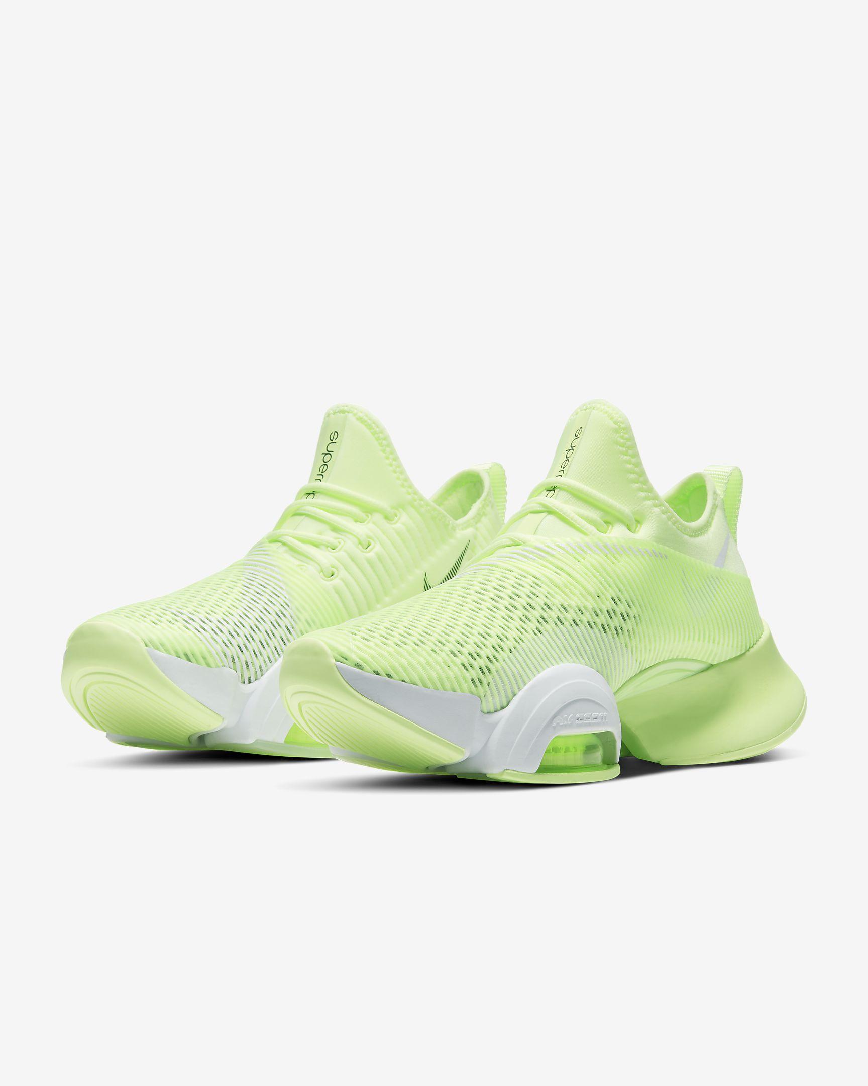 Las zapatillas Nike Air Zoom SuperRep se han diseñado especialmente para circuitos de entrenamiento, HIIT, carreras cortas y otra serie de ejercicios de ritmo rápido.