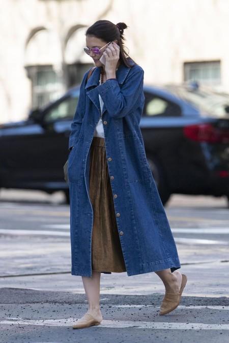 Katie Holmes con abrigo vaquero