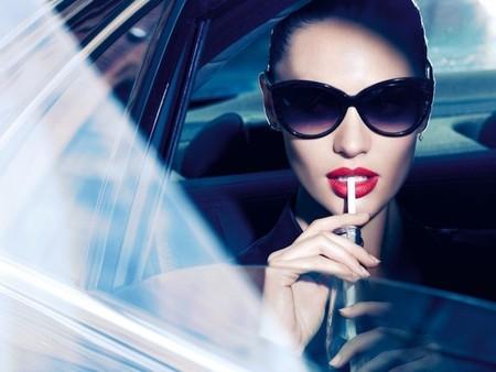Candice Swanepoel perfecta en su nueva campaña para Max Factor