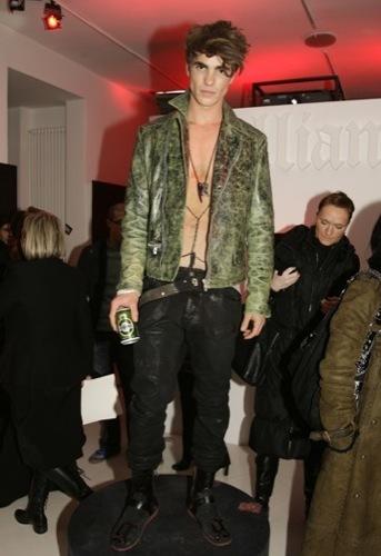 Galliano, Otoño-Invierno 2010/2011 en la Semana de la Moda de Milán, piel