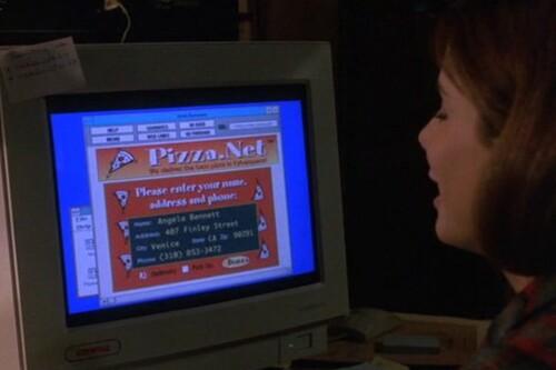 Así es como en 1995 la película 'La red' con Sandra Bullock inspiró la creación de la primera gran pizzería online