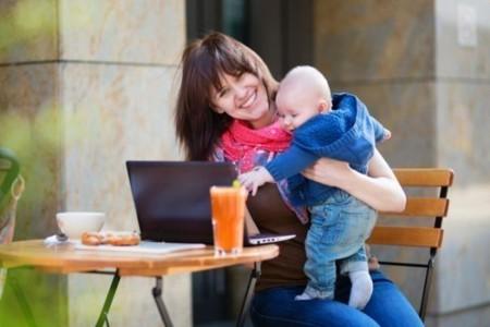 """Blogs de papás y mamás: el colecho y el """"rol de esposa"""", el cochecito del bebé y más"""