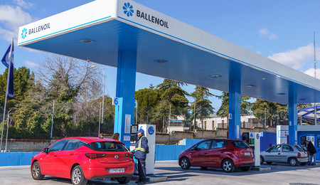 Iberdrola se alía con Ballenoil para instalar puntos de carga para coches eléctricos en sus gasolineras