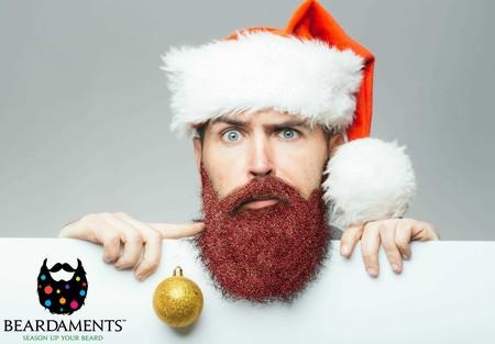Beardaments lo vuelve a hacer, ¿te atreves con glitter y esferas en tu barba para esta navidad?