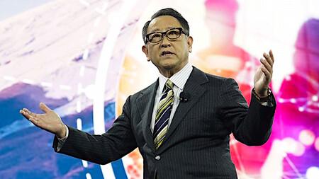El CEO de Toyota habla claro: prohibir los coches de gasolina llevaría al colapso de la industria del automóvil
