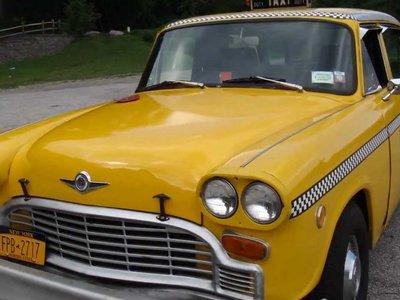 Vuelve Checker pero sin taxis. Así pintó de amarillo las calles de Nueva York durante décadas