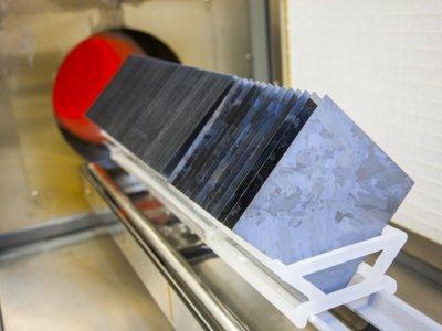 De lingotes de silicio a moldes: así quieren conseguir que la energía solar sea más barata que el carbón