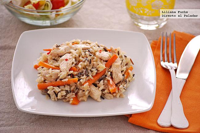 Salteado de pollo con zanahoria y mezcla de arroz salvaje receta - Arroz salteado con pollo ...