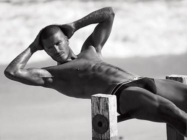 David Beckham lo vuelve a enseñar todo