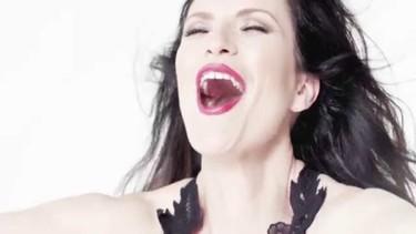 Laura Pausini y Thalia, bien pegaditas de amor en un nuevo videoclip