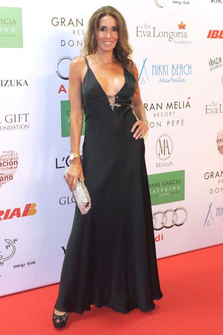 Elsa Anka con vestido negro en la Global Gift