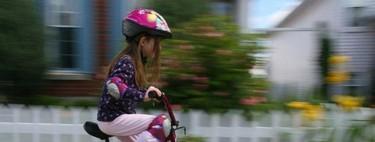 Niños en bici, siempre con casco