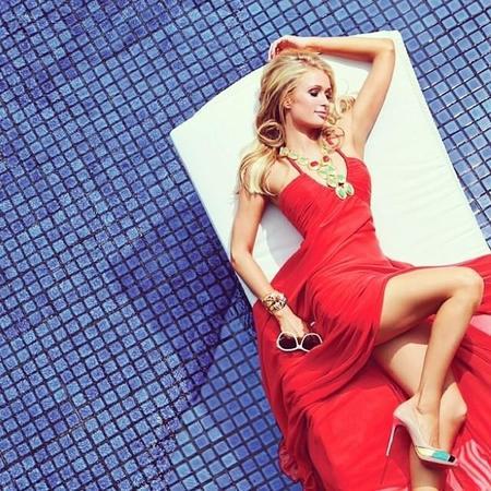 Y para empezar bien la mañana, un poquito de Paris Hilton y de plagio