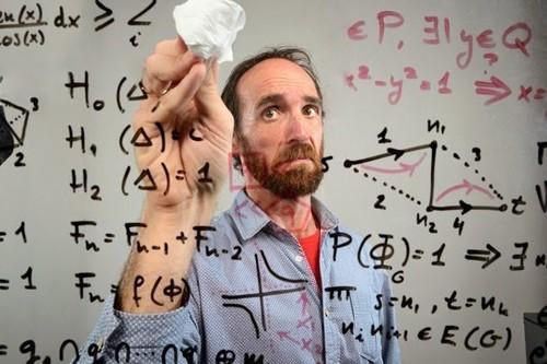 """""""Mucha gente tiene cierto trauma con las matemáticas, hay que reconciliarse con ellas"""" Eduardo Sáenz de Cabezón (Órbita Laika)"""
