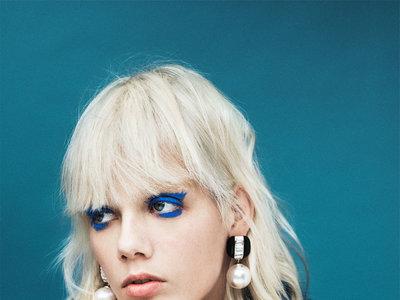 El último lookbook de Zara se apunta a las miradas eléctricas. Te contamos cómo conseguirlas