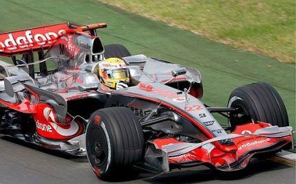Lewis Hamilton se hace con la primera pole del año, y Alonso saldrá 11º