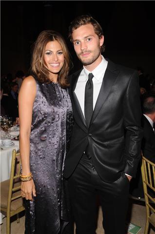 Eva Mendes y Jamie Dornan repiten como imagen de Calvin Klein Jeans en la campaña de Verano 2010.
