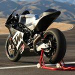 Julián Simón prueba la KTM de Moto2 y se deja querer por la marca austriaca