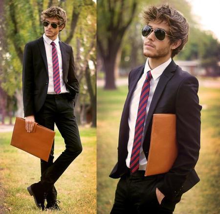 Traje corbata raya diagonal  portadocumentos