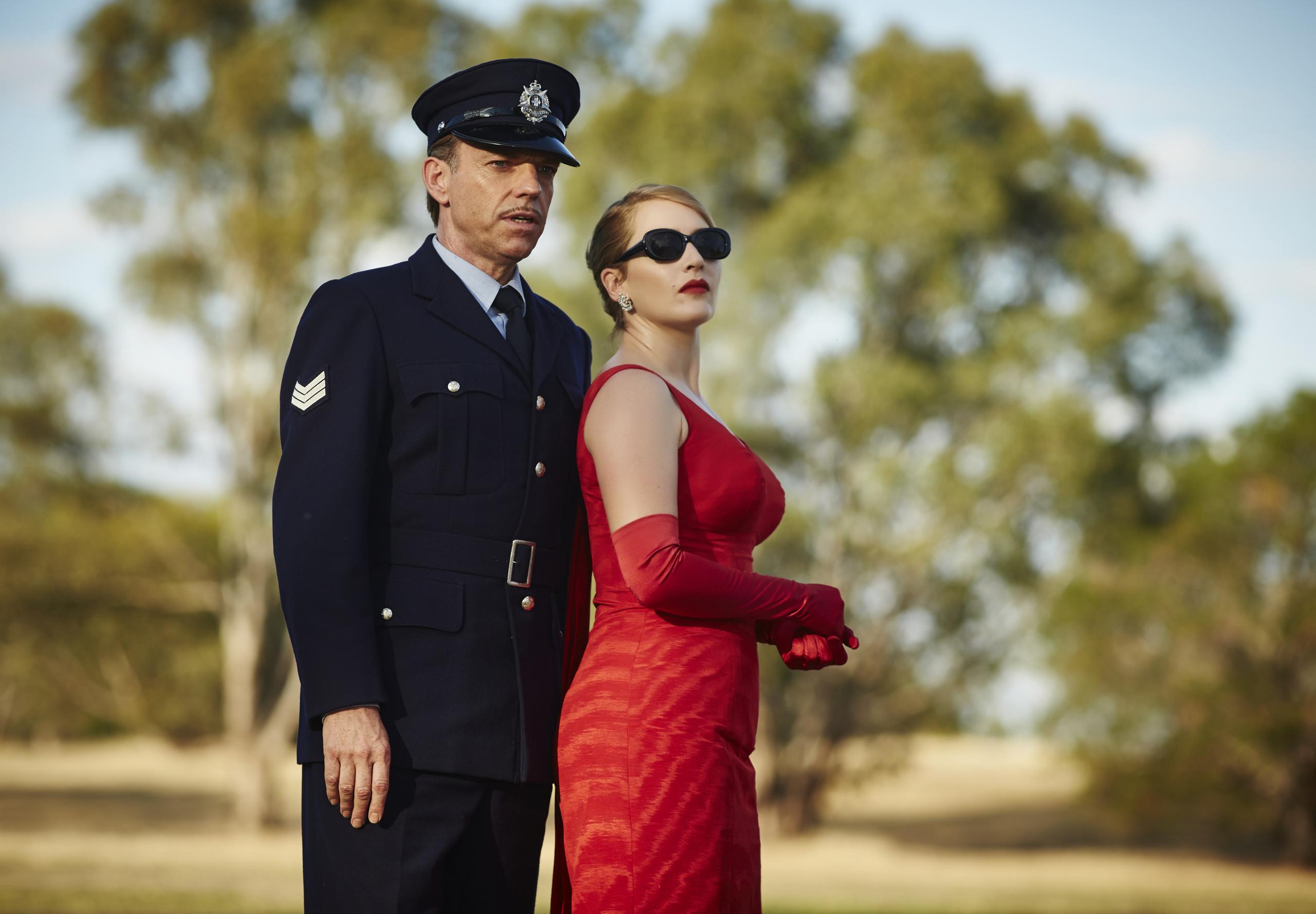 Foto de Kate Winslet es la protagonista del fascinante vestuario de 'La Modista' (13/22)