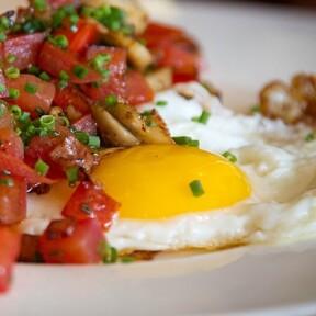 Huevos rancheros. Receta fácil de la cocina mexicana para el desayuno