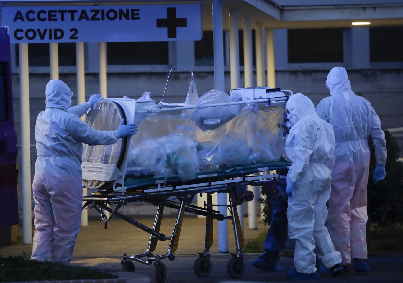 A quién salvar y a quién no: el dilema ético que el coronavirus plantea a los hospitales españoles